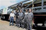 Walter Cernenschek und sein Team nach der Verladung des Anlegestegs.