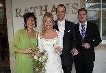 Das Brautpaar mit den Trauzeugen bei der standesamtlichen Hochzeit in Dornbirn.