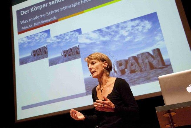 Dr. Ruth Krumpholz beim Mini Med-Vortrag im Wolfurter Cubus