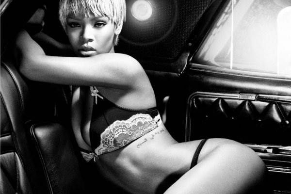 So sexy wirbt Rihanna für Armani