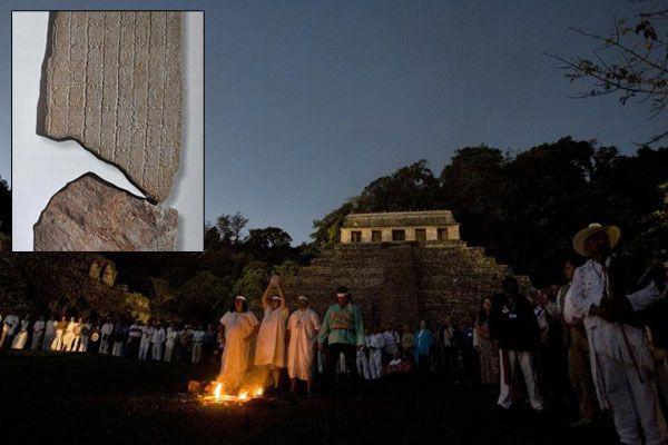 Hintergrund für die Hysterie um den Weltuntergang am 21. 12. 2012 sind die Inschriften auf einer Steinplatte (kleines Bild), die in den 1960er-Jahren in Tortuguero entdeckt wurde.