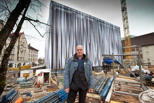 """""""vorarlberg museum"""": Künstler Karl-Heinz Ströhle auf der Baustelle."""