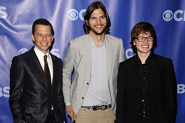 "Die aktuelle ""Two and a half Men""-Besetzung: Angus T. Jones, Ashton Kutcher und Jon Cryer."
