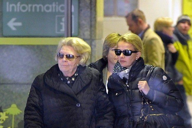 Am Sonntagmittag reisten Königin Beatrix und Schwiegertochter Mabel erneut in die Innsbrucker Klinik.