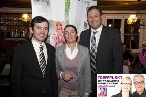 Gemeindeoberhaupt Martin Summer (l.) mit Marketinglady Carolin Frei und Banker Gerald Schnaitl (Volksbank).
