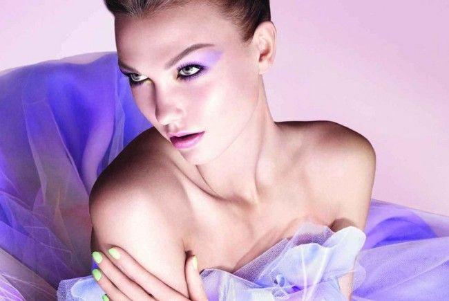 Karlie Kloss präsentiert die Dior Garden Collection (Spring 2012)