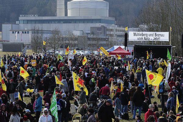 Tausende AKW-Gegner fordern Stilllegung von Mühleberg und Beznau.