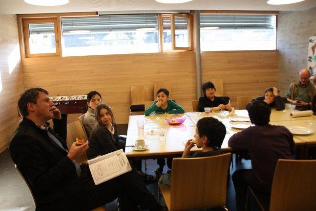 In einer entspannten Atmosphäre beherzigten die Kinder und Jugendlichen konzentriert die Englisch-Tipps von Bürgermeister Kurt Fischer.
