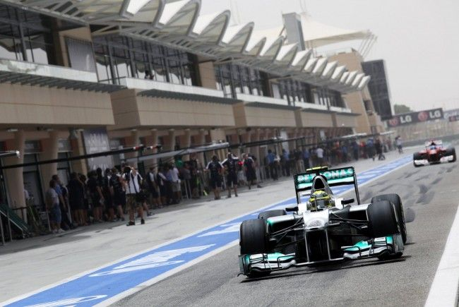 Formel 1: WM-Leader Hamilton im ersten Bahrain-Training vor Vettel