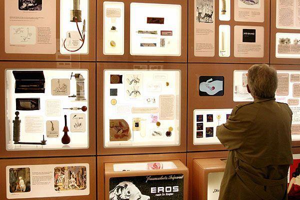 Im Verhütungsmuseum gibt es so manches zu bewundern, das froh macht, im Jahr 2012 zu leben