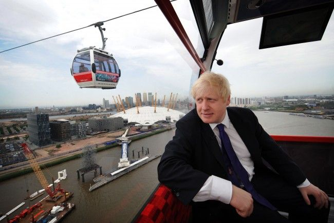 Londons Bürgermeister Boris Johnson ist sichtlich angetan von der neuen Attraktion.