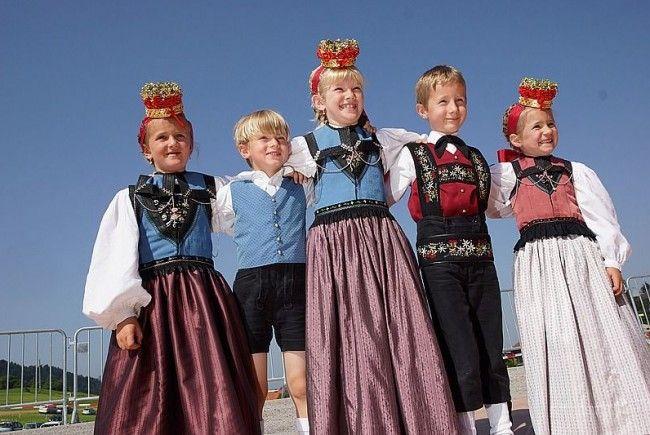 Ein Fest der Farben beim Landestrachtentag in Krumbach