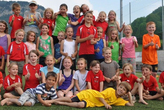 35 Kinder beim Training