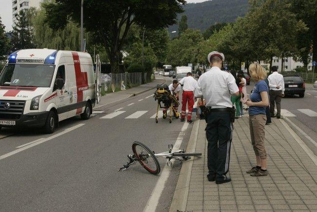 30-jähriger Radfahrer wurde ins Krankenhaus gebracht.
