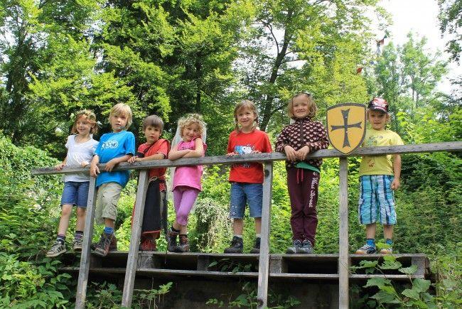 Ein erlebnisreicher Ausflug auf die Ruine Blumenegg  machten die Montessori Kinder