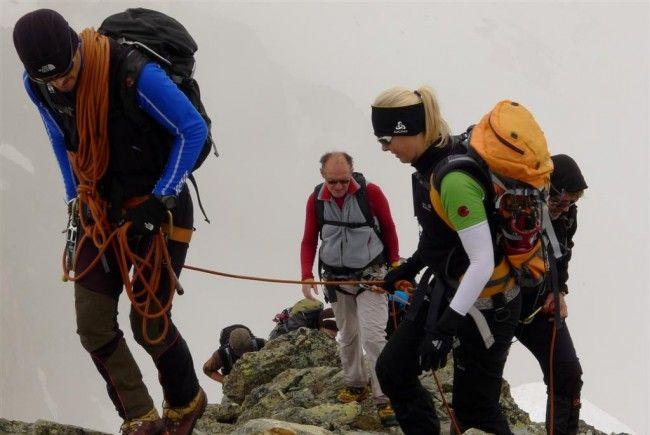 Rainer mit der Gruppe, vor dem Ochsenkopf
