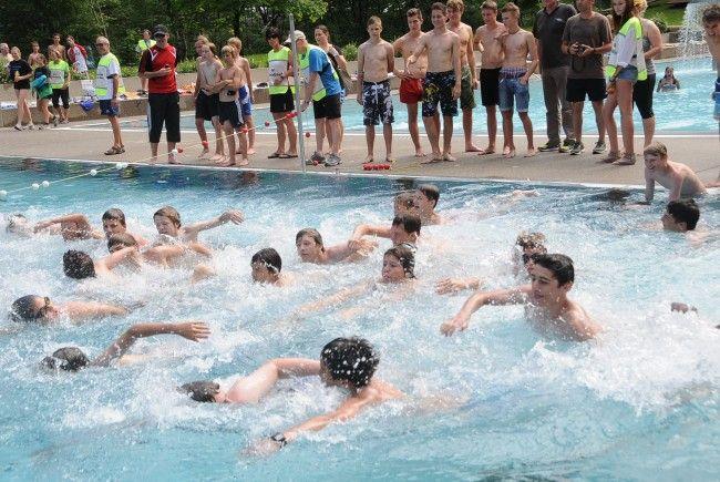 400 Kids waren bei der 12. Auflage des Dornbirner Schulaquathlon mit dabei.