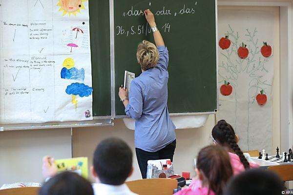 Schmied plant 440 Euro Strafe für Schulschwänzen.