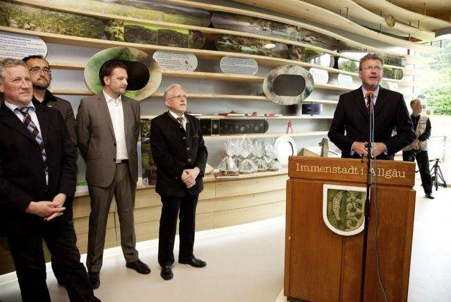 Ausstellungseröffnung im AlpSeeHaus durch den Bayerischen Umweltminister Marcel Huber.