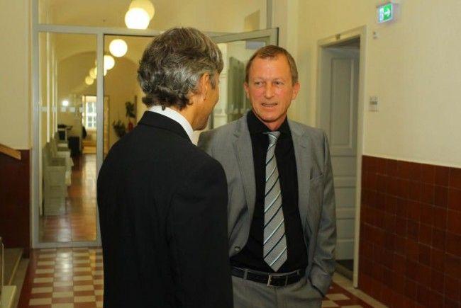 Freispruch: Anwalt Martin Mennel (rechts) und sein Mandant Werner Rauch bei der Gerichtsverhandlung im Juli 2011.