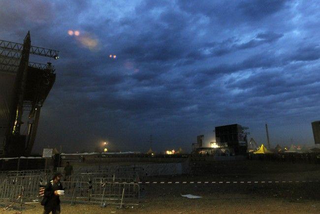 Nach Hitze folgte die Unwetterwarnung am Nova Rock 2012. Auch ein Todesfall ereignete sich am 1. Tag des Festivals.