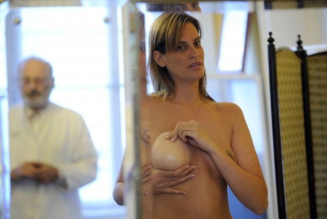 Am 1. Jänner 2013 treten die verschärften Regeln zu Schönheits-OPs in Kraft.