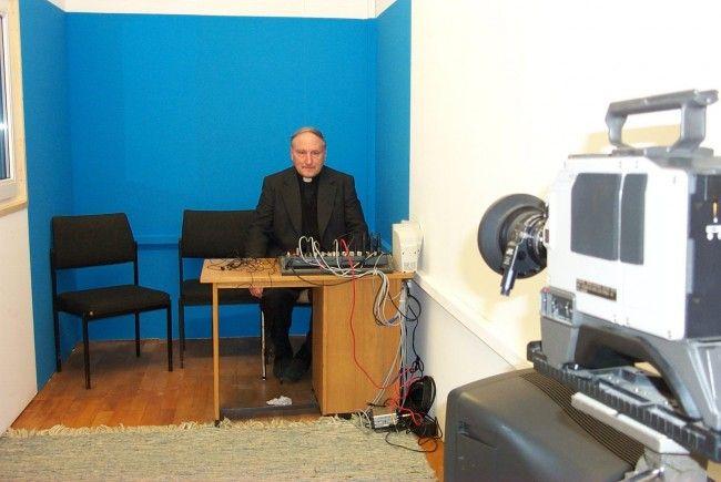 TV-Pfarrer Hans Buschor im Studio.