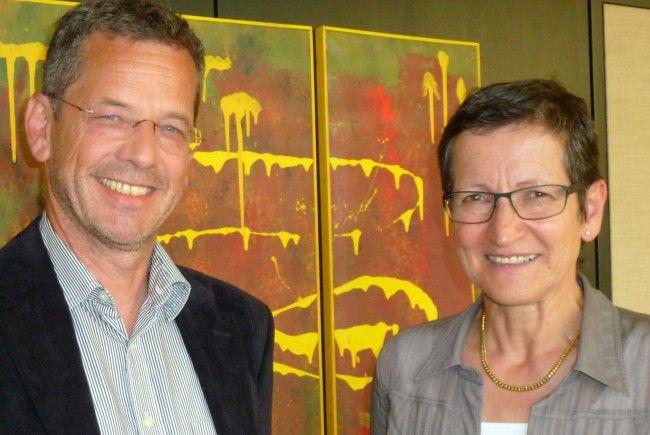 Landesrätin Schmid mit dem künftigen Geschäftsführer des Kompetenzzentrums für Kinderschutzfragen, Werner Grabher.