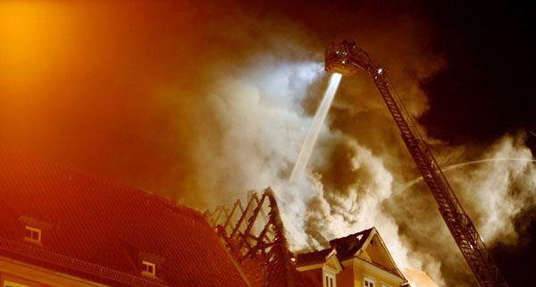 Brand in Baden: 11 Personen wegen Rauchgasvergiftung behandelt