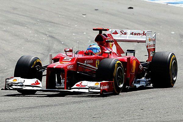 Fernando Alonso holt sich den Sieg in Hockenheim vor Sebastian Vettel.