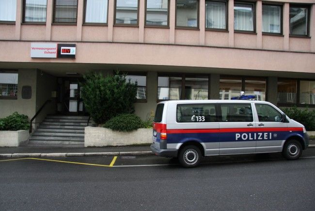Ein Polizist musste sich am Bezirksgericht Bregenz wegen widerrechtlichen Betretens eines Grundstücks verantworten.