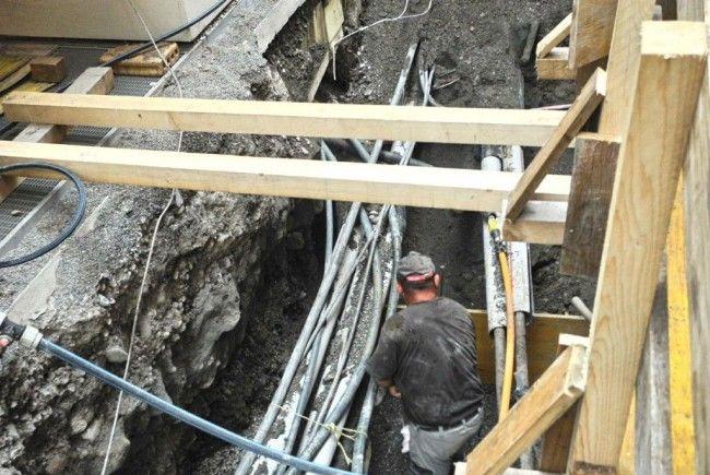 Über zehn Leitungen liegen unter der Feldkircher Rosengasse