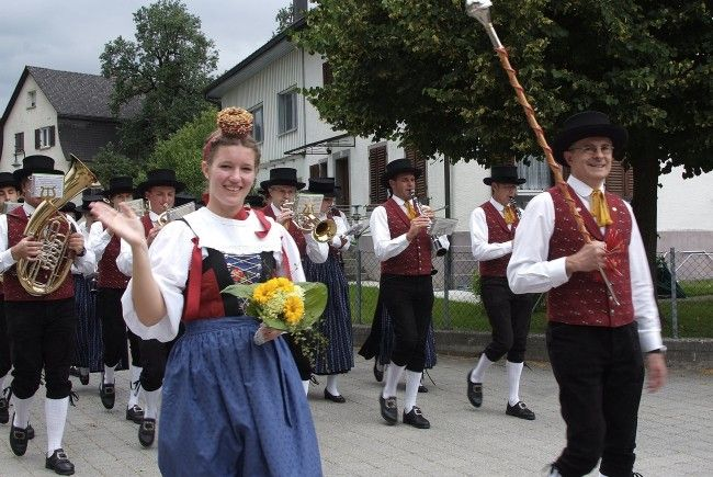 Über 20 Gastkapellen marschierten beim Bezirksmusik-Fest in Satteins auf