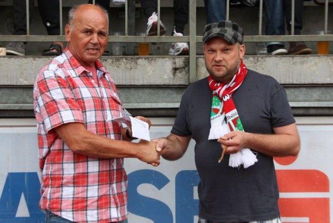 Arnold Baier gewann beim FC Dornbirn Gewinnspiel eine Golden Card.