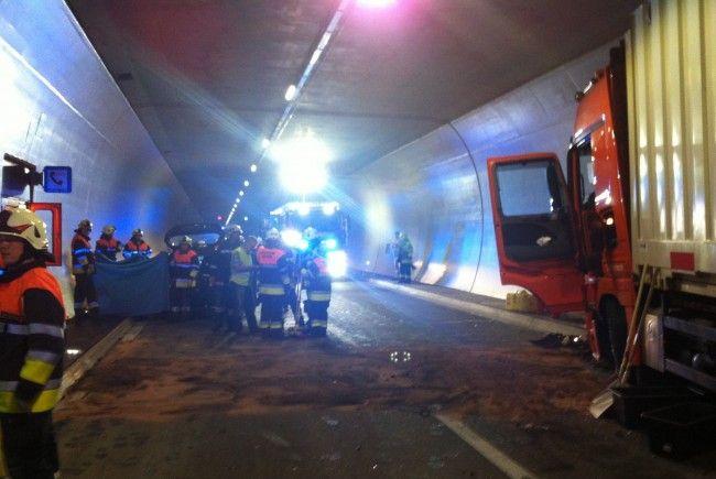 Tödlicher Unfall in der neuen Pfändertunnelröhre.