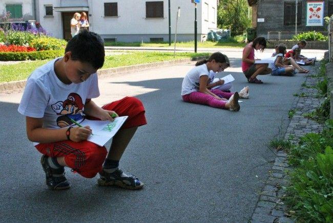 Kinder lernen genau hinzusehen.