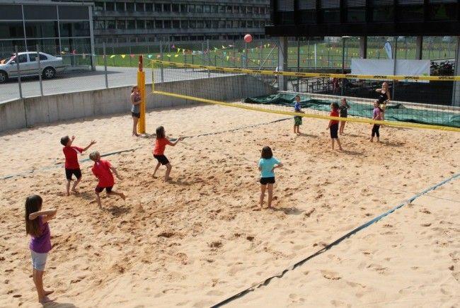 Unter den vielen Sportangeboten findet sich auch Beachball wieder.