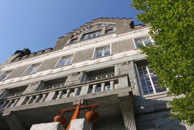 Putzfrau stürzte aus dem Fenster: 50.000 Euro Schadenersatz.