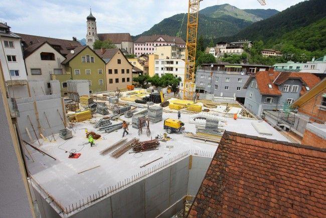 Gilt als derzeit größte innerstädtische Baustelle: der Neubau des Kronenhauses in Bludenz.