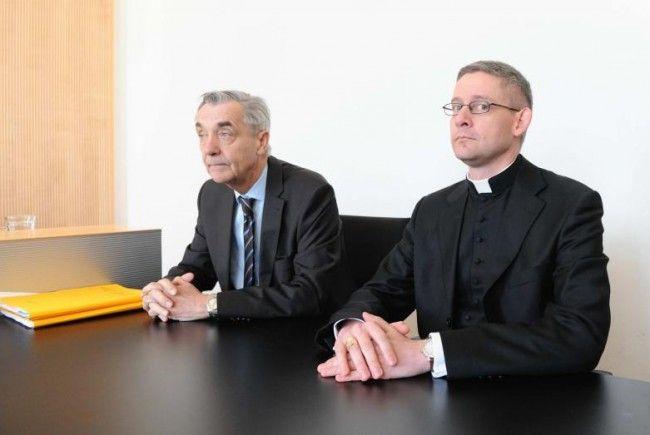 Klosteranwalt Bertram Grass und Abt Anselm van der Linde, der Ende April 2012 vor dem Richter aussagte