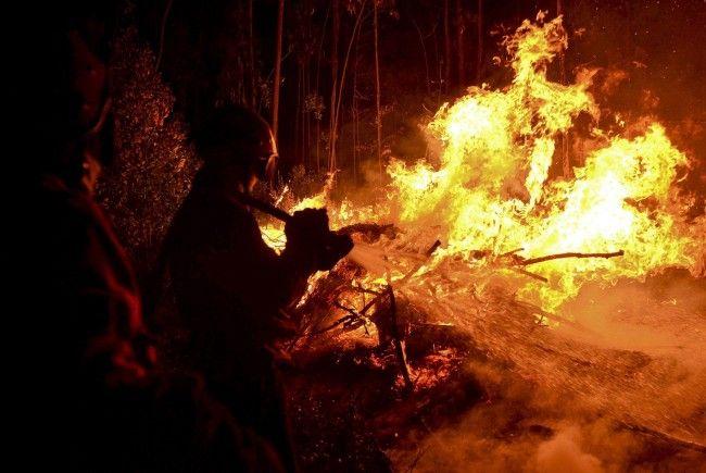 In Südeuropa tobt der Kampf gegen die Flammen.