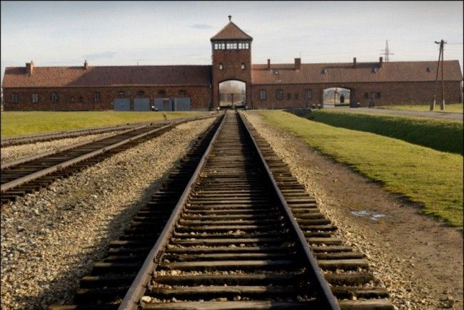 97-jähriger NS-Kriegsverbrecher wegen Juden-Deportation nach Auschwitz gesucht.