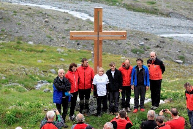 Segnung im Beisein von LH Wallner bei der Wiesbadener Hütte auf 2.443 Metern Seehöhe
