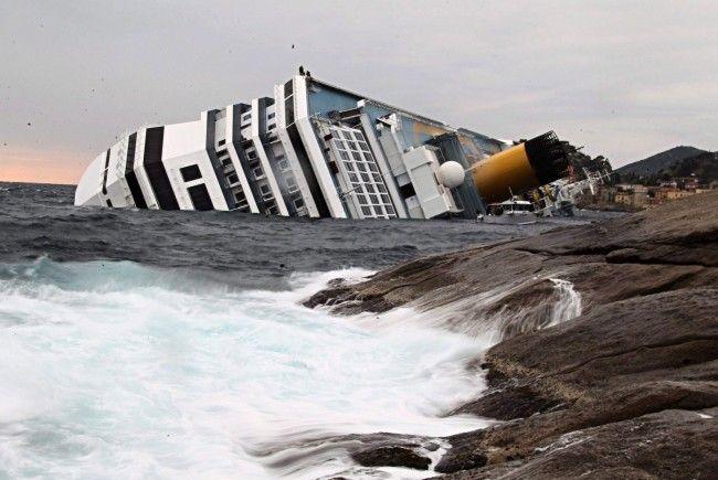 Die Costa Concordia: Zuletzt zeugten die Taten ihres Kapitäns, Francesco Schettino, von wenig männlicher Ritterlichkeit.