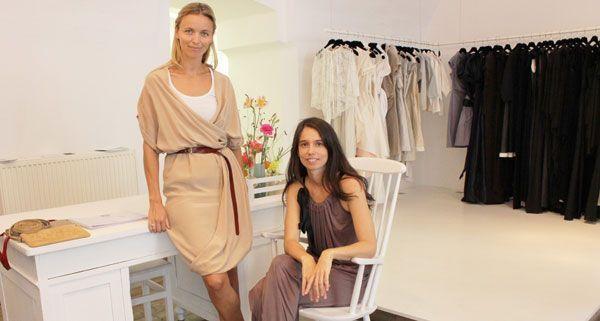 Sandra Thaler und Annette Prechtl von elfenkleid in ihrem Shop auf der Margaretenstraße.
