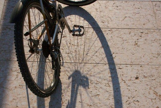 Fahrradfahrer nach Streifer gestürzt.