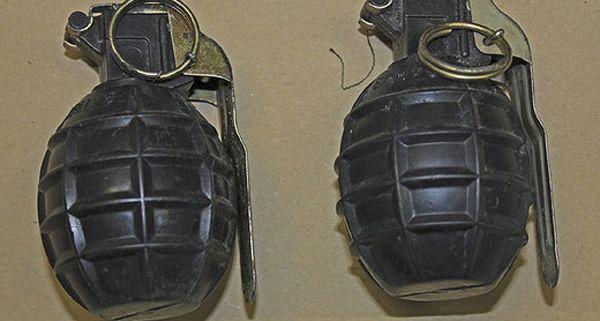10 Granaten und Fliegerabwehr Patronen wurden gefunden.
