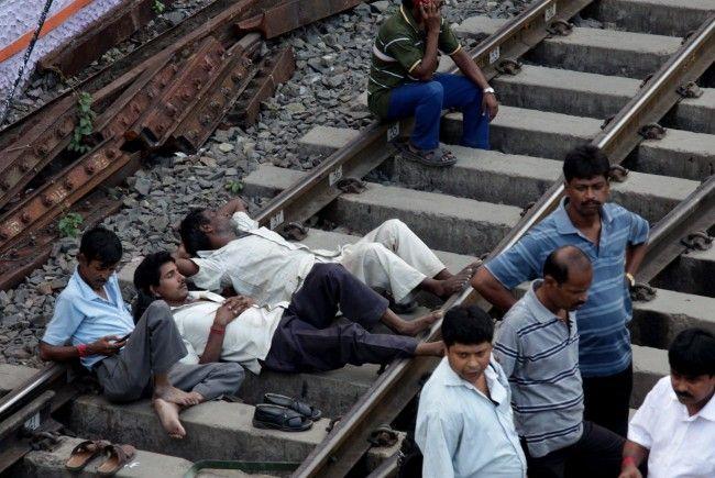 Landesweit blieben 400 Züge mitten auf der Strecke stecken.