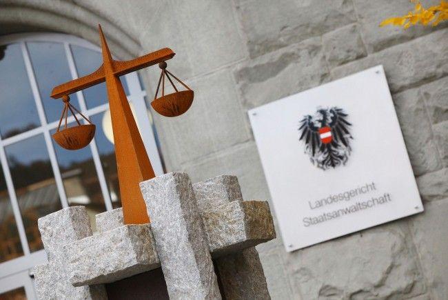 Drei Jahre Haft für fünffache Vergewaltigung ausgesprochen.