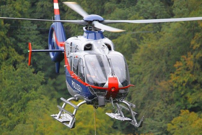 """Beide Wanderer konnten unverletzt vom Polizeihubschrauber """"Libelle"""" geborgen werden."""
